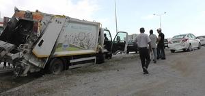 Çöp kamyonu otomobille çarpıştı: 2 yaralı