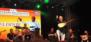 Ünlü şarkıcı Onur Akın Dazkırı'da konser verdi