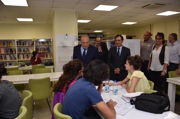 """Bakan Yardımcısı Prof. Dr. Dursun: """"Biz kitapla gençler arasındaki köprüyü kurmaktan kendimizi addediyoruz"""""""