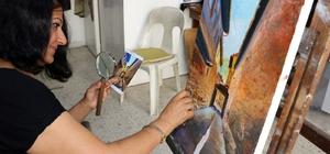 Hataylı ressamın spatula devrimi 48 yaşındaki kadın ressam Perihan Çapar, resim sanatına getirdiği yeni soluk olan spatula tekniği büyük ilgi görüyor