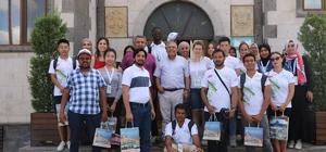 Yunus Emre Enstitüsü öğrencileri Başkan Karaaslan'ı ziyaret etti