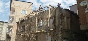 Hakkari'de toprak evler tarihe karışıyor