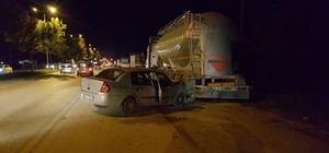 Otomobil park halindeki tıra çarptı: 6 yaralı