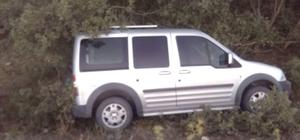 Hafif ticari otomobil şarampole uçtu: 2 yaralı