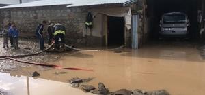 Horasan'da sel sonrası dereler taştı