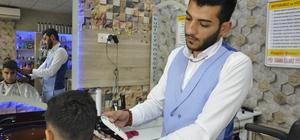 Kitap okuyup özetini çıkarana berberden ücretsiz tıraş Berberden görülmemiş kampanya