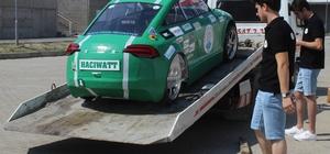 Üniversite öğrencilerinin ürettiği elektrikli otomobil Hacıwatt yolların tozunu attırıyor İki kişilik elektrikli otomobil  1 lira 30 kuruşa 100 kilometre yol kat ediyor