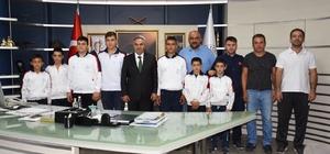 Genç güreşcilerden başkana ziyaret