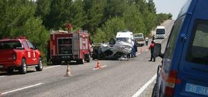 Denizli'de trafik kazası: 1 ölü, 2 yaralı Otomobil ile kamyonet çarpıştı, ardından can pazarı yaşandı Çarpışmanın etkisiyle otomobil parçalandı, kamyonet şarampole yuvarlandı