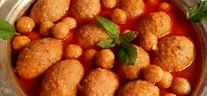 Adana'nın analı kızlı çorbası aşçılar diyarında 33. Uluslararası Mengen Aşçılık ve Turizm Festivali'nde 2 bin porsiyon analı kızlı çorbasını ücretsiz ikram eden Adana Aşçılar ve Pastacılar Derneği, lezzet avcılarından tam not aldı