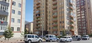 8'inci kattan düşen kadın ağır yaralandı