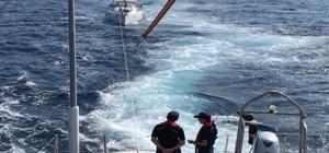 Sürüklenen teknede ki 4 kişiyi Sahil Güvenlik ekipleri kurtardı