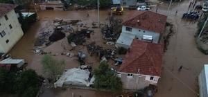 """Antalya'da sel suları seraları ve ekili alanları vurdu 12 ev su altında kaldı, 450 dönüm ekili arazi zarar gördü Tahmini maddi zarar 15 milyon TL Elmalı Belediye Başkanı Ümit Öztekin: """" Çok şükür can kaybı yok, zarar gören vatandaşlarımızın yaralı en kısa sürede sarılacaktır"""""""