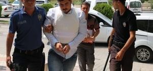 3 katil zanlısından 2'si tutuklandı Adana'nın Ceyhan ilçesinde bir kişiyi evine giderken öldürdüğü ileri sürülen 3 şahıstan 2'si tutuklandı