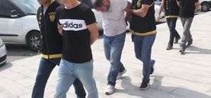 İnşaat işçiliğinden işkenceli gasba Antalya'nın Manavgat ilçesinde bir kadına işkence yapıp altın ve paralarını gasp eden iki zanlı ve onlara yardım eden şahsın, Gürcistan'da inşat işinde tanıştıkları ortaya çıktı Zanlılardan Gürcistan uyruklu iki şahıs tutuklanırken Türk zanlı adli kontrol şartıyla serbest bırakıldı