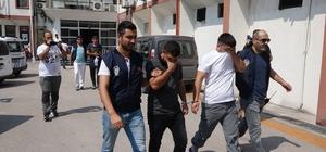 Mersin'de bir iş yerinden çelik kasa çalınma anı kamerada Mersin'de bir petrol içerisinde bulunan marketten çelik kasa çalınması olayına karışan zanlılar, önce güvenlik kameralarına sonra da polise yakalandı