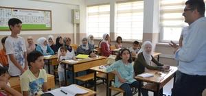 Suriyeli çocuklar yaz kurslarında Türkçe öğreniyor