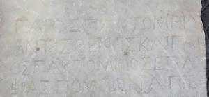 Tarihi eser kaçakçıları Roma dönemine ait mezar taşı ile yakalandı