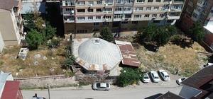 Tarihi hamamın fiyatı dudak uçuklatıyor Sivas'ta 17'üncü yüzyılda Osmanlı döneminde yapılan tarihi hamam sahibi tarafından 4 milyon lira karşılığında satışa çıkarıldı