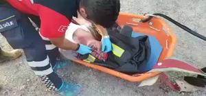 Otomobilini kurtarmak isterken uçurumdan aşağı yuvarlandı Uçurumda asılı kalan aracını kurtarmak isterken canından oluyordu