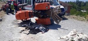 Kadınlar devrilen traktörün altında kaldı: 1 ölü