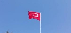 Mahallelinin bayrak direği talebi yerine getirildi