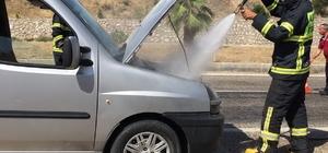 Hafif ticari araçta yangın