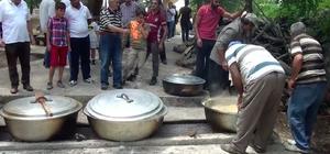 Mezarlıkta 350 yılı aşkın yemek geleneği sürüyor Bir mahalle birleşip imece usulüyle kazan kaynatıyor