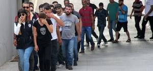 Yasa dışı bahis çetesinin lideri beden eğitimi öğretmeni çıktı Adana ve Osmaniye'de eş zamanlı yapılan operasyonla çökertilen yasa dışı bahis çetesinin liderliğini beden eğitimi öğretmeninin yaptığı, kendisi okulda iken eşinin bahis oynattığı ortaya çıktı Operasyonda 1'i kadın 28 kişi gözaltına alınırken öğretmenin evinde 35 bin lira para ele geçirildi Gözaltına alınan şahısların hesaplarında ise 2 milyon lira para olduğu saptandı