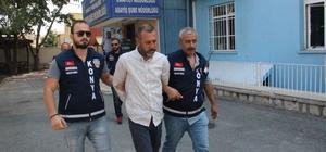 Seyyar satıcı cinayetinde kan davası iddiası Konya'da sokak ortasında öldürülen seyyar satıcının, daha önce kardeşinin cinayet şüphelisi olarak karıştığı olayda hayatını kaybeden şahsın ağabeyi tarafından vurularak öldürüldüğü ortaya çıkarken, zanlı ve ona yardım ettiği iddia edilen 1 kişi tutuklanarak cezaevine gönderildi