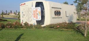 Servis midibüsü devrildi: 4 yaralı Kaza sonucu kurs öğretmenleri yaralandı