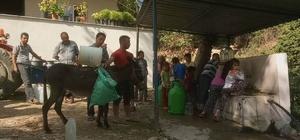 Kiraz ilçesinde susuzluk bezdirdi Köylü susuz kaldı, eşeklerle su taşımaya başladı