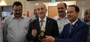 Adana'da ilk kütlü pamuk elektronik borsada alıcısını buldu Adana Ticaret Borsası Kompleksi'nde ilk kez elektronik borsada ilk kütlü pamuk satışı yapıldı