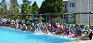 Çocuklar yaz spor okuluyla öğrenmeye ve eğlenmeye devam ediyor