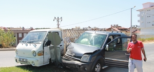 Manavgat'ta kontrolsüz kavşakta kaza: 1 yaralı