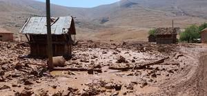 Karaköy, 40 yıl sonra aynı felaketi yaşadı Dağlardan gelen toprak ve çamur yağmurla birlikte mahalleye aktı Sel sularının önüne kattığı ambar 100 metre sürüklendi