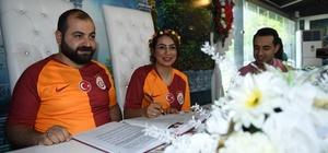 Fanatik çift nikah masasına Galatasaray formasıyla oturdu
