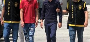 Takılı kalan korna cinayeti Adana'da Suriyeli bir şahsın trafikte tartıştığı Irak uyruklu şahsa çaldığı korna takılı kalınca, iki taraf arasında çıkan kavgada bir kişi bıçaklanarak öldürüldü Cinayet zanlısı Irak uyruklu 4 şahıs tutuklandı