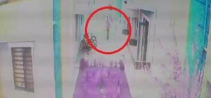 Vatandaşlara cinsel organını gösteren kargo kuryesi adliyeye sevk edildi Yakalanan kuryenin de kargo getirdiği bir kişiyi taciz ettiği öğrenildi