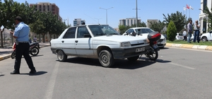 Otomobille motosiklet çarpıştı: 1 yaralı