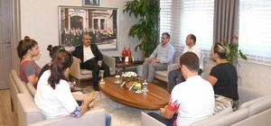 Derece alan öğrenciler Vali Demirtaş'ı ziyaret etti