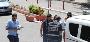 Kuyumcu gibi dolandırıcılar Kendini polis ve savcı diye tanıtan dolandırıcılar yakalandı Dolandırıcıların üstünden çıkanlar şoke etti