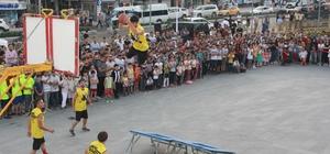 'Karizma Show' ekibi Hakkari'de gösteri yaptı