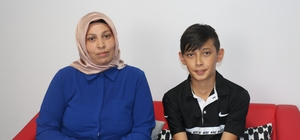 Annesinin fotoğrafını oğlunun kimlik kartına bastılar Kimliğine annesinin fotoğrafı basılan genç, sınava girememe korkusu yaşıyor