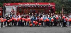 Çocuklara yarınlara kodlama öğrenerek hazırlanıyor Yarını kodlayanlar eğitim tırı Trabzon'da