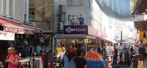 Melek Girmez Çarşısı'na güneş girmesin önlemi Sıcaktan korunmak için sokağı branda ile kapattılar Adana'da sıcakların 38 dereceyi bulmasının ardından çarşı esnafı, 250 metre uzunluğundaki sokağın tamamına branda çekti