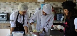Kocaeli'de engelli öğrencilerden örnek davranış Elleriyle yaptıkları kurabiyeleri satarak engellilere yardım edecekler