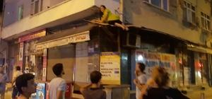 Görenler gözlerine inanamadı Balkonda dengesini kaybeden kadın iş yerinin tentesinin üstüne düştü