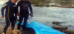 Kızılırmak'a atlayan genç boğuldu Atlamadan önce cüzdanını köprüye bıraktı