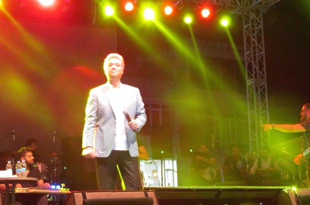 Gebze'de Cengiz Kurtoğlu rüzgarı esti Taverna müziğin önemli ismi Cengiz Kurtoğlu, Gebzelileri coşturdu